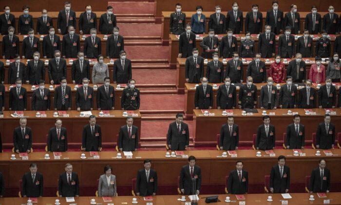 시진핑 중국 공산당 총서기(가운데)와 대표들이 지난 3월 11일 중국 베이징 인민대회당에서 열린 전국인민대표대회(전인대) 폐막식에 참여하고 있다.   Kevin Frayer/Getty Images