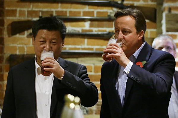 시진핑과 맥주 마시던 친중파 캐머런 전 英총리의 몰락