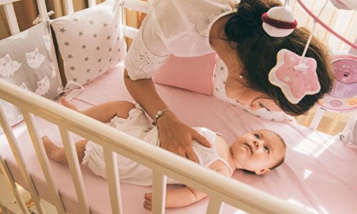 생후 1개월, 부모는 아기가 대근육 운동 발달 기준에 도달하는지 움직임을 주의 깊게 살펴봐야 한다. (사진=셔터스톡)
