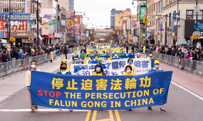 """""""중국 정권은 무관심을 먹고 자란다"""" 美 파룬궁, 뉴욕 퍼레이드"""