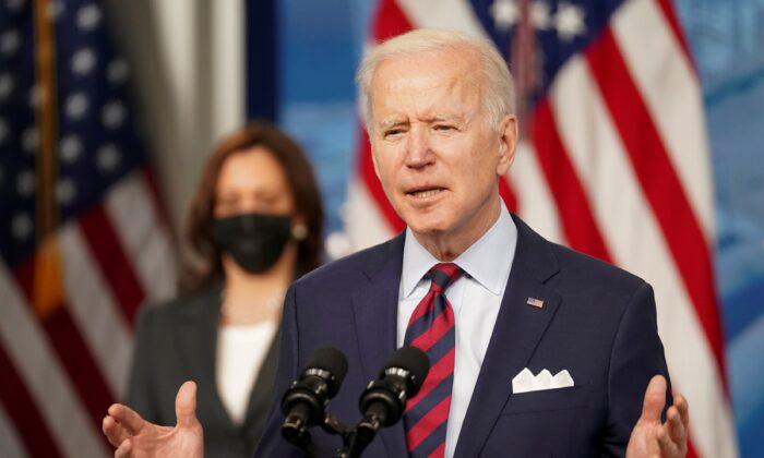 조 바이든 미국 대통령과 카멀라 해리스 부통령 2021.4.7   Kevin Lamarque/Reuters