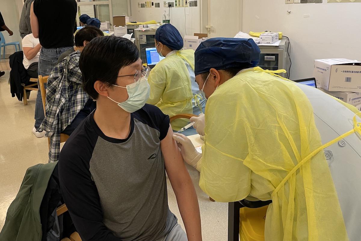 외국인에게까지 '백신 선심' 쓰는 중국…그 속내는 뭘까