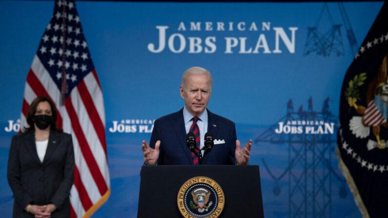 조 바이든 미국 대통령이 지난 7일 인프라 건설 사업 예산에 대해 말하고 있다. | RENDAN SMIALOWSKI/AFP via Getty Images