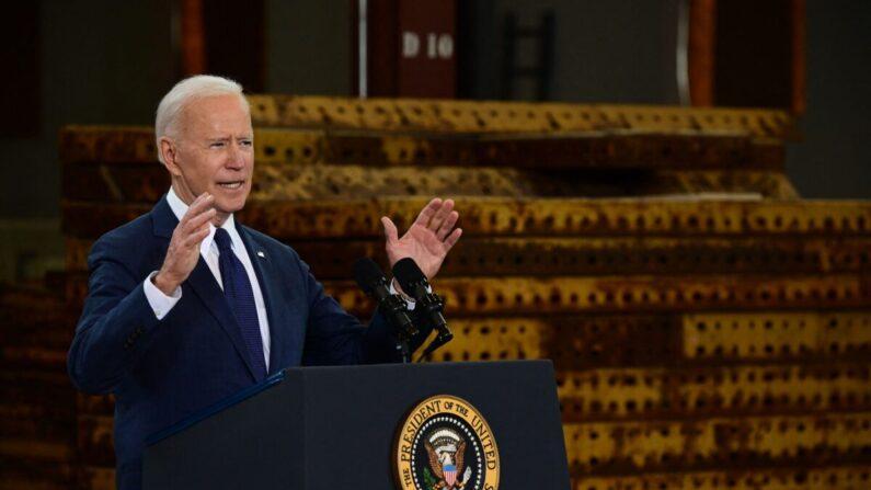 조 바이든 미국 대통령이 지난달 31일(현지시각) 미국 필라델피아 피츠버그에서 2천조 규모의 인프라 투자 계획을 발표하고 있다. | JIM WATSON/AFP via Getty Images 연합
