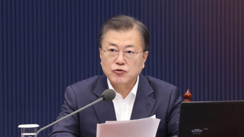 문재인 대통령이 13일 오전 청와대에서 제16회 국무회의를 주재하고 있다. | 연합뉴스