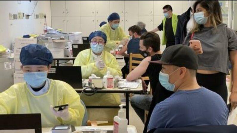 상하이의 외국인 전용 중공 바이러스(코로나 19) 백신 접종소 | 연합뉴스