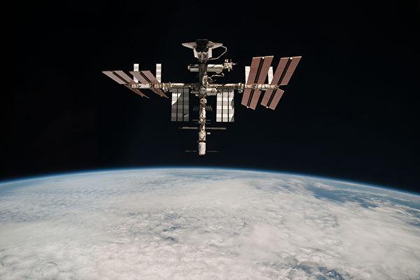 2021년 3월 10일 미국의 퇴역 기상위성 NOAA-17이 궤도에서 해체되고 3월 18일 중국공산당 위성 윈하이 1호 02성이 궤도에서 해체됐으며 4월 1일에는 러시아 군용위성 코스모스 2525가 태평양 상공에서 해체됐다.사진은 위성 이미지 | Paolo Nespoli – ESA/NASA via Getty Images.