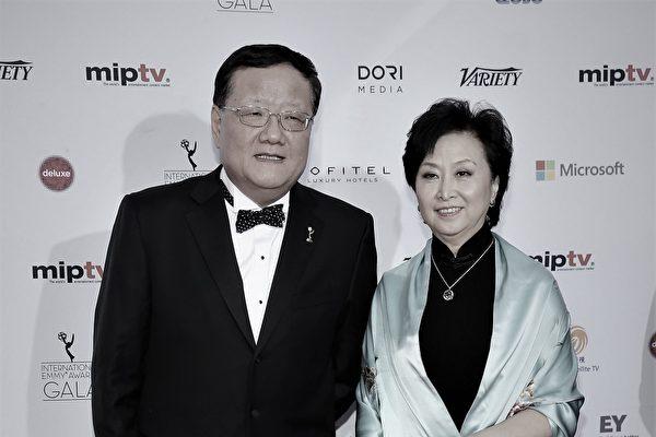 홍콩 봉황위성TV가 대주주인 류창러(왼쪽)의 지분 전량을 매각한다고 밝혔다. 사진은 류창러가 2013년 뉴욕에서 열린 에미상 시상식에 참석했을 때. (Neilson Barnard/Getty Images)
