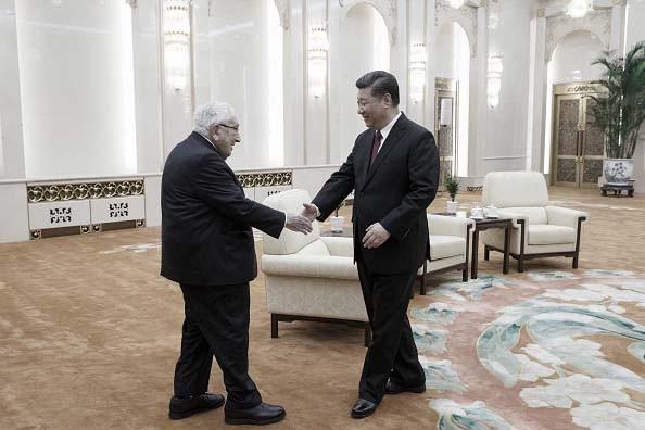 시진핑 중국 공산당 총서기가 베이징에서 키신저 전 미국 국무장관을 접견하고 있다. 2018.11.8 자료사진. (Photo by Thomas Peter - Pool/Getty Images)