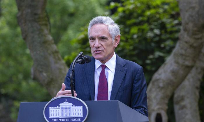 지난해 9월 스콧 아틀라스 당시 백악관 의학고문이 워싱턴 백악관 로즈가든에서 코로나19 검사 전략에 대해 설명하고 있다. | Tasos Katopodis/Getty Images