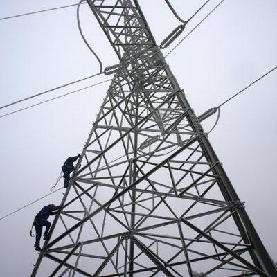 중국 10여 개 성이 전력난을 겪고 있는데, 특히 후난성의 전력난이 심각하다. 사진은 산에 있는 고압송전탑. (China Photos/Getty Images )