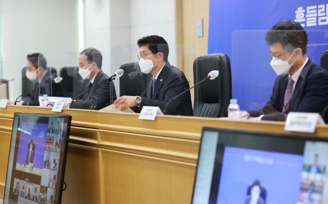 노형욱 국토교통부 장관이 18일 오전 세종시 정부세종청사에서 열린 주택공급기관 간담회에서 발언하고 있다. | 연합뉴스