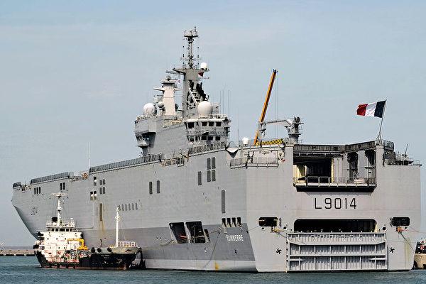 싱가포르 항구에 정박해 있는 프랑스 해군함정 LHD 토네르   ROSLAN RAHMAN/AFP via Getty Images/연합