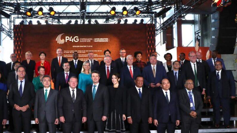 (2018.10.20) 제1차 P4G(녹색성장 및 2030 글로벌 목표를 위한 연대) 정상회의에 참석한 정상 및 내빈 기념촬영. ㅣ청와대 페이스북