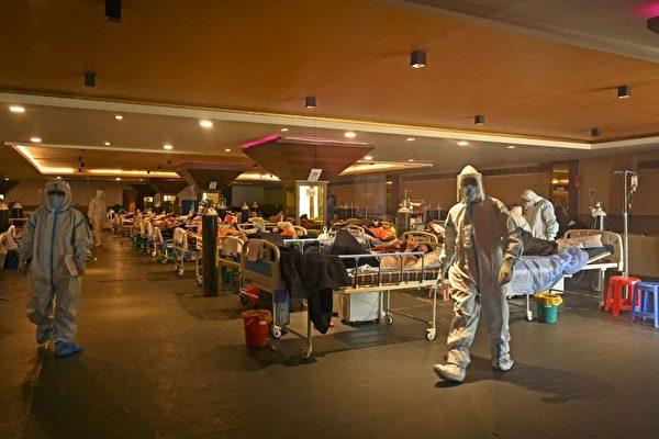 '세계 약국' 인도에서 전염병이 폭발해 미국과 유럽 등지에 약물 부족 사태가 빚어지고 있다. (TAUSEEF MUSTAFA/AFP via Getty Images 연합)