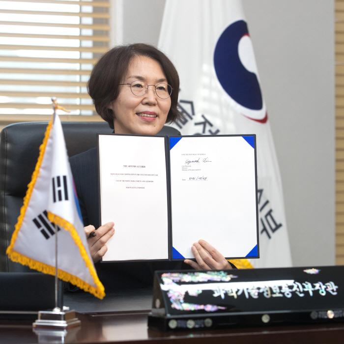 韓, 세계 10번째 '아르테미스 약정' 서명...유인 우주탐사 기회 열려