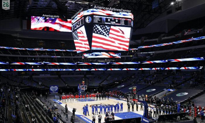 댈러스 매버릭스와 애틀랜타 호크스 NBA 선수들. 2021.2.10   Tom Pennington/Getty Images