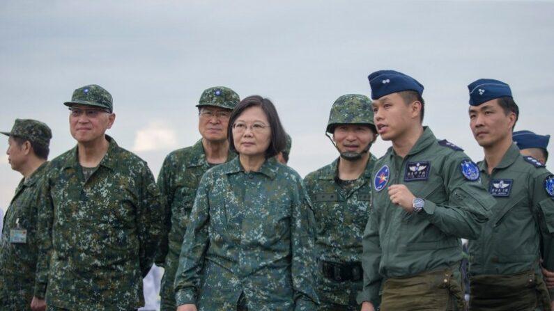 차이잉원 대만 총통(왼쪽 네번째)이 한광 훈련을 참관하고 있다. 2019.5.28 | 차이잉원 페이스북