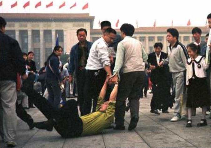 """""""中공산당, 창당 100주년 앞두고 파룬궁 수련자 자택 급습"""""""