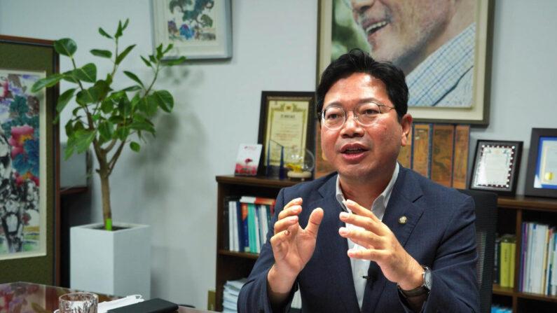 김승원 의원이 인터뷰에 응하는 모습(6월 25일 국회 의원회관) | 이유정 / 에포크타임스