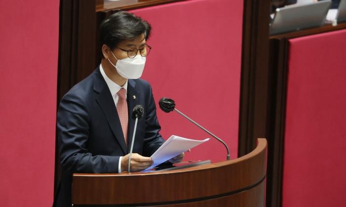 국회 대정부질문 이틀째…탈원전·에너지 정책 비판