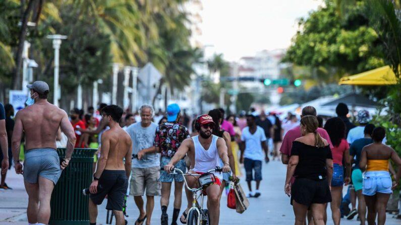 미국 플로리다 마이애미 해변의 오션 드라이브 거리 2020.6.26 | CHANDAN KHANNA/AFP via Getty Images/연합