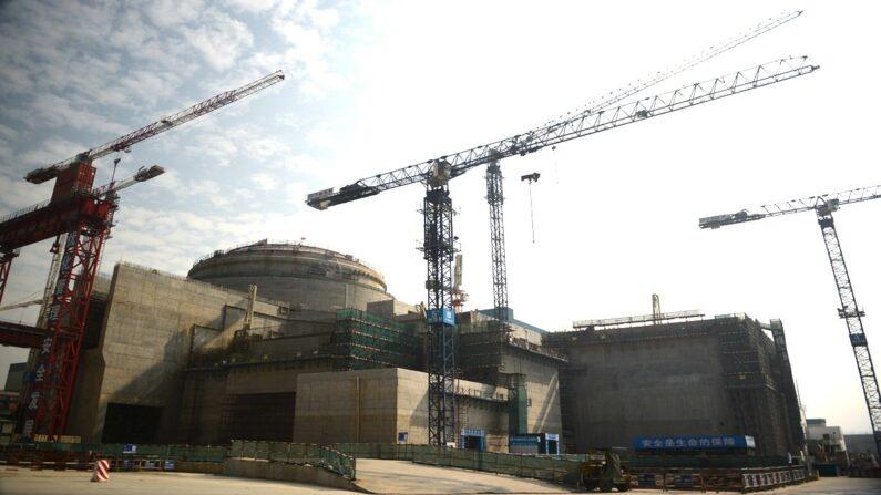 중국 광둥성 타이산 원자력 발전소의 2013년 12월 건설 중이던 모습   PETER PARKS/AFP via Getty Images/연합뉴스