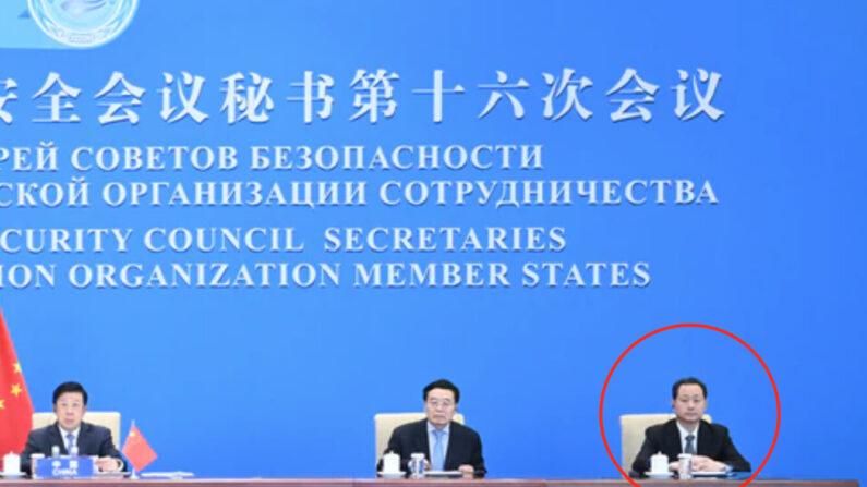 중국 공안부가 공개한 '중·러 상하이 협력기구 안전보장 이사회 사무국' 현장 사진. 맨 오른쪽이 미국 망명설이 제기된 둥징웨이 국가안전부 부부장(차관)이다.   중국 공안부