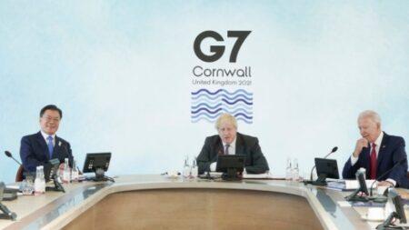 """문 대통령, G7서 5개국과 양자회담…""""한일회담 못해 아쉬워"""""""