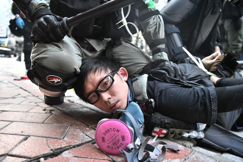 """""""고무보트 타고 홍콩 탈출한 청년 5명, 대만 거쳐 미국 도착…국무부 개입"""""""