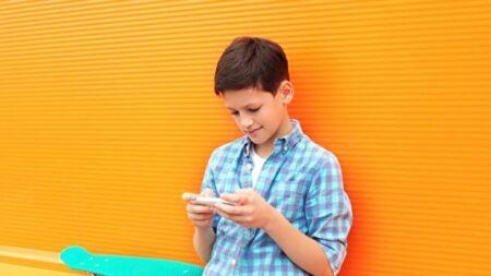 [기고] 스마트폰·소셜미디어의 적정 사용 나이