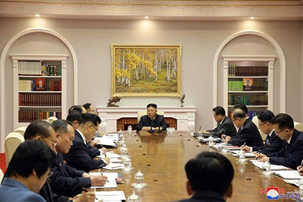 """북한, 살 빠진 김정은 모습 대대적 보도…전문가 """"정치적 의도"""""""