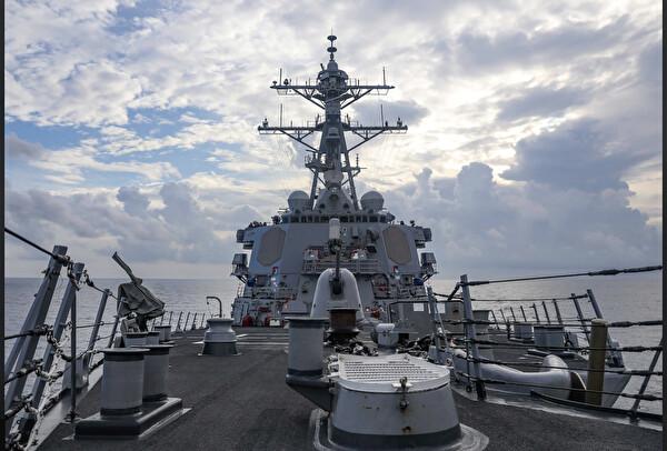 美 미사일구축함 '벤포드', 中 보란듯 파라셀군도에서 자유항행