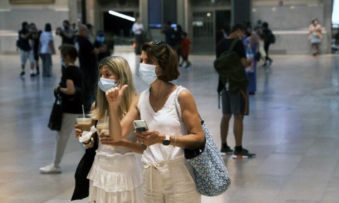 마스크를 착용한 사람들의 모습. 2021.7.27   Spencer Platt/Getty Images