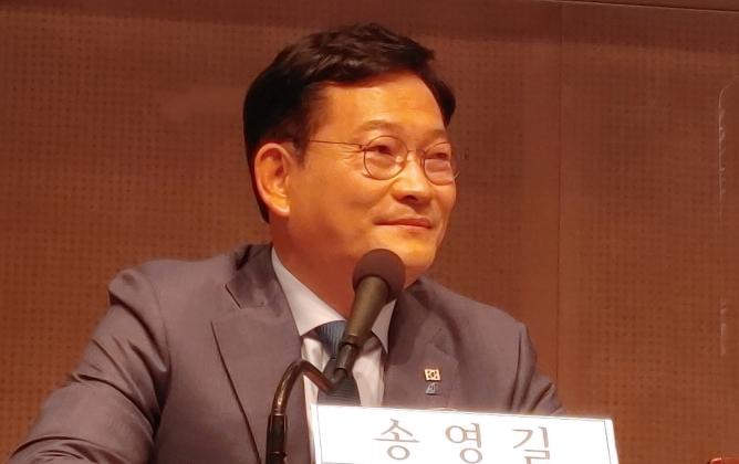 관훈토론회에서 발언하는 송영길 더불어민주당 대표   에포크타임스