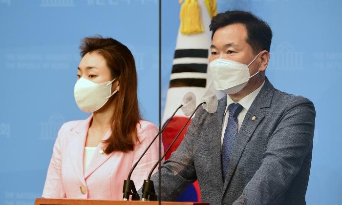 김승수(우)· 김예지 국민의힘 의원   김승수 의원실 제공