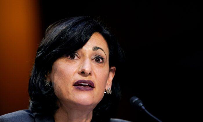 """미 CDC 국장 """"백신 여권 시스템 도입할 수 있을 것"""""""