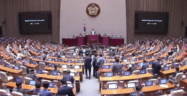 8일 국회 본회의 모습ㅣ국회의사중계시스템 캡처