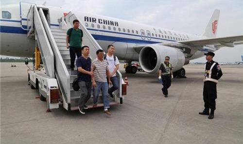 해외에서 체포돼 중국으로 연행된 인사 | 웨이보