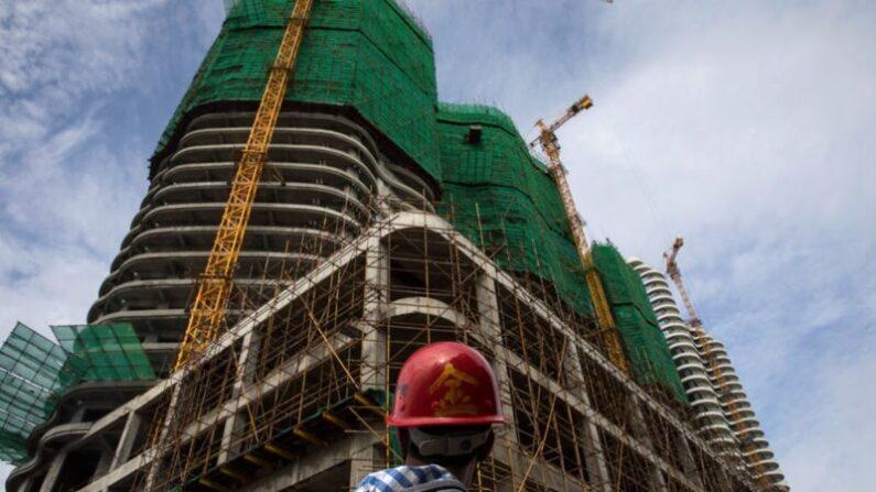 중국 부동산 시장의 황금시대가 저물고 있다는 분석이 나오고 있다. 사진은 건설중인 건물.   Paula Bronstein/Getty Images