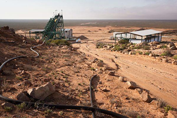 그린에너지 산업 발전에 관심이 쏠리면서 전 세계의 핵심 광물에 대한 수요도 점차 증가하고 있다. 미국·호주·캐나다 3국이 협력해 핵심 광물 지도를 선보이며 공급망 안정을 강화하고 있다. 사진은 아프리카 웨스턴케이프주의 스틴캄프스크랄(SKK) 희토류 광상(鑛床). | RODGER BOSCH/AFP via Getty Images