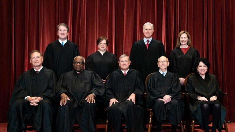 미국 연방대법원의 대법관 9인. | Erin Schaff-Pool/Getty Images
