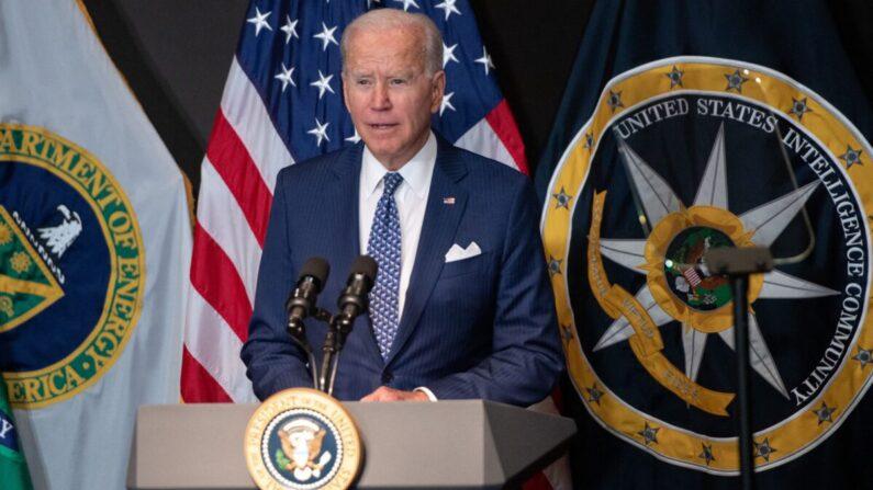 조 바이든 미국 대통령이 지난 27일 미국 버지니아 맥린의 국가정보국(DNI)를 방문해 정보기관 당국자들에게 연설하고 있다. | SAUL LOEB/AFP via Getty Images/연합