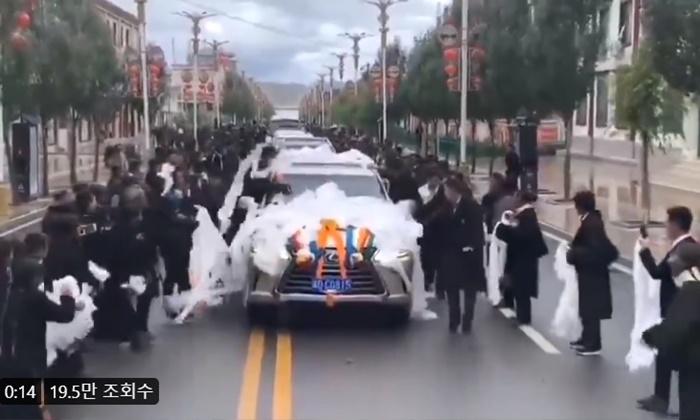 티베트 찾은 시진핑, 현지 정부 의전차량 '운구차' 연상 논란