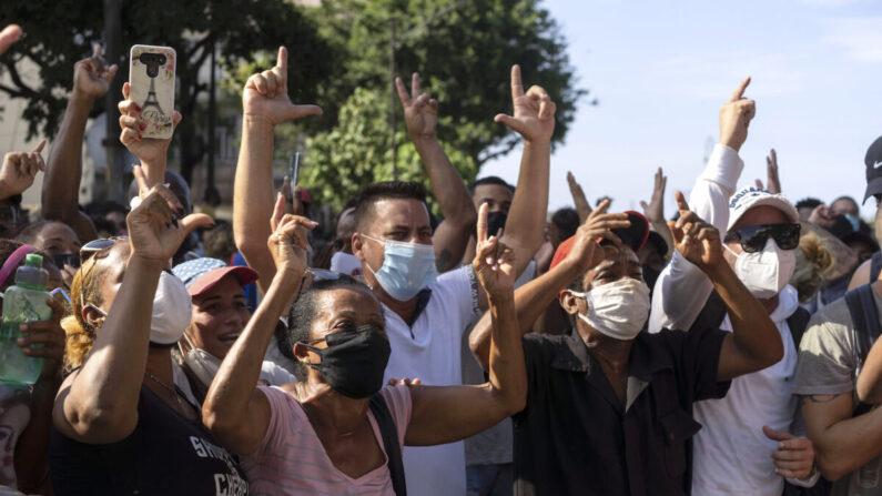 반정부 시위대가 쿠바 수도 아바나를 행진하고 있다. 2021.7.11 |AP Photo/Eliana Aponte/연합
