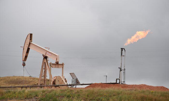 미국 노스다코타주 연방 토지의 석유 시추 현장. 2016.9.6 | Robyn Beck/AFP via Getty Images/ 연합