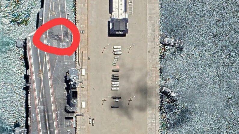 중국 항공모함 산둥호 갑판이 크게 훼손된 것으로 의심된다. | 페이스북 팬 페이지 '신 27부대 군사 잡담'