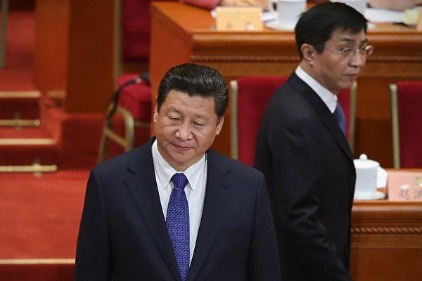왕후닝(王滬寧) 전 중국공산당 중앙정책연구실 주임(오른쪽)이 제19대 중국공산당 중앙정치국 상무위원회에 들어갔다.   Feng Li/Getty Images