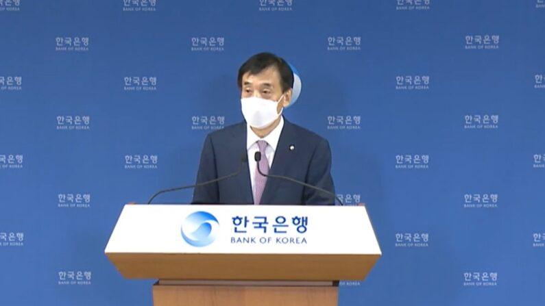 이주열 한국은행 총재가 26일 한국은행 대회의실에서 통화정책방향 관련 모두발언 및 질의응답을 하고 있다.ㅣ한국은행 제공