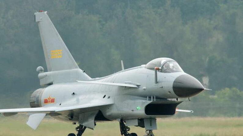 중국이 자체 생산한 중국군 4세대 주력 전투기 J-10 | 웨이보